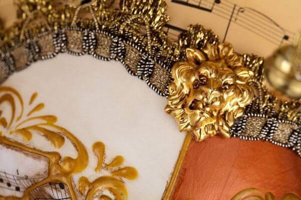 Jolly René Tips in Paper-Mache - Detail 1 - Venetian Mask