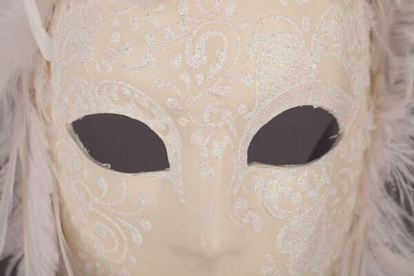 Piuma Sonia White - Detail 1 - Venetian Mask